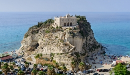 "History, myths and flavors on the ""Costa degli Dei"": Tropea, Vibo Valentia, Pizzo"
